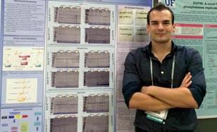 Aleksandar Radakovic in front of his research presentation