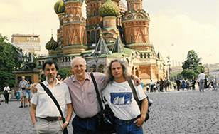 Tom Morgan, center, with Vladimir (Volodya) Prozorov, left, and teaching assistant Richie Townsend in 1998.