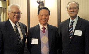 President Larry Goodwin, right, and Tom Homan, left, with United International College President Ng Ching-fai at an April 23 dinner in St. Paul hosted by the Minnesota Private College Council.